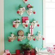 "Pode aproveitar estes suportes para ""construir"" a sua árvore de Natal."