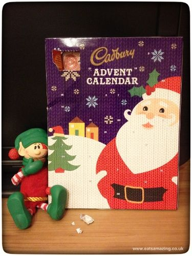 Elf brings a chocolate advent calender on the 2nd December - is eating the first chocolate himself #elfontheshelf #christopherpopinkins