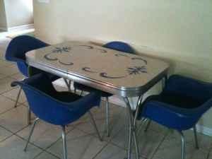 I Love Retro Formica Sparkly Kitchen Tables. :)