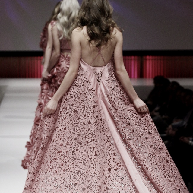 Beschrijf je notitie...I love the back of my dress!