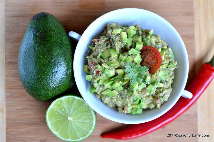 Guacamole reteta clasica mexicana. Cum se face guacamole si la ce se serveste? Guacamole este un sos (salsa), dip sau salata pe baza de avocado, zeama de