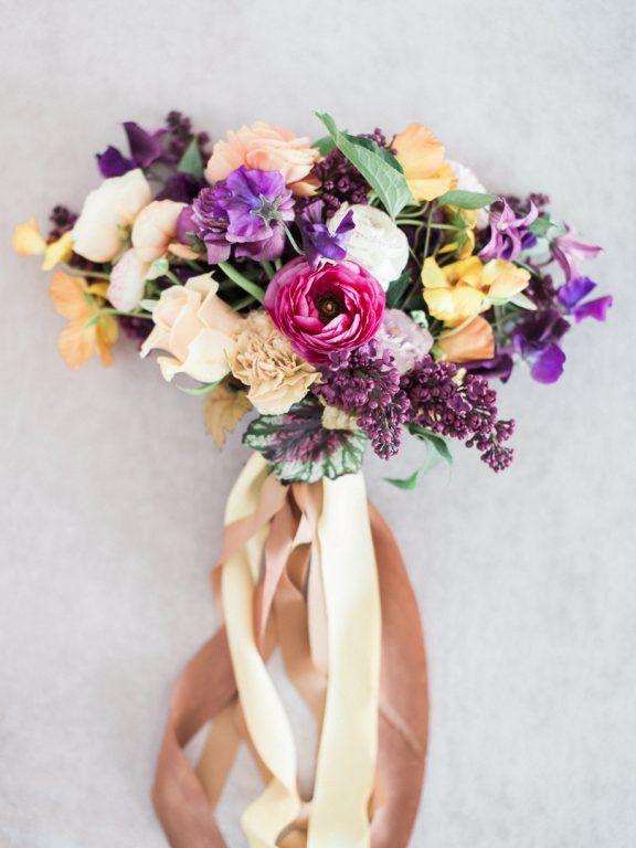 Kolorowy Bukiet Dla Panny Młodej Na ślub W Maju Z Bzem W Roli