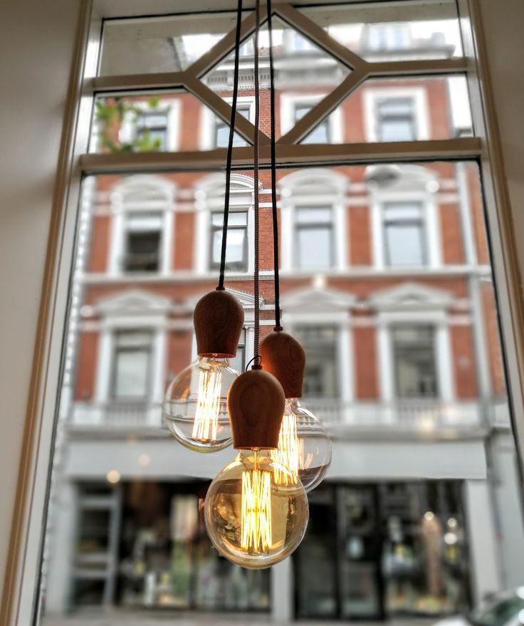 Inspirational Bright Sprout ist eine reduzierte Halterung die Ihre Gl hbirne als Lampe erstrahlen l sst Das