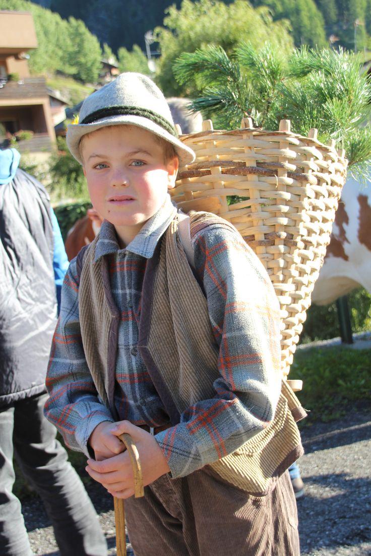 #valdidentromountainfeast #VMF #Valdidentro #aldidelabronza #Old-fashioned dress #children  PH. Loris Galli