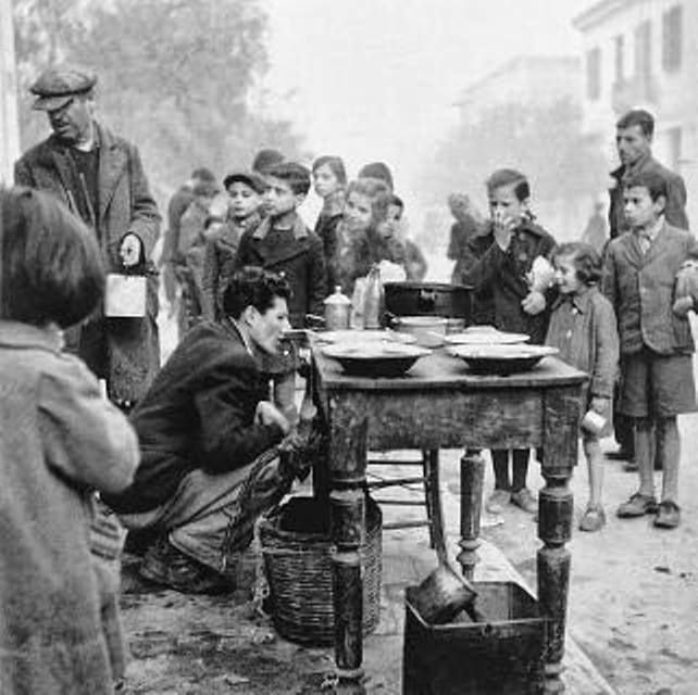 ΑΘΗΝΑ 1941. συσσίτιο απο τον ΕΛΑΣ !!! φωτό : Βούλα Παπαϊωαννου.
