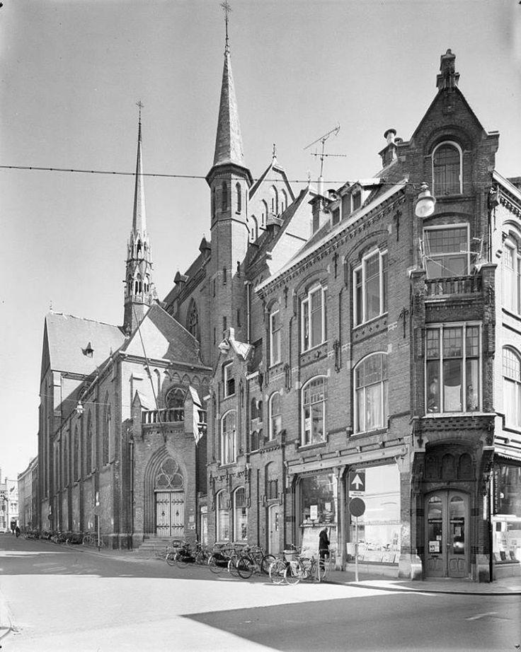 De Sint-Martinuskerk. Doodzonde dat dit bouwwerk in 1982 moest plaatsmaken voor de universiteitsbibliotheek