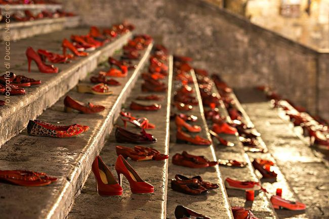 red shoes at San Giminiano (Italy) in order to protest against violence on women   http://www.sienafree.it/san-gimignano/53769-san-gimignano-centinaia-di-scarpe-rosse-per-dire-no-alla-violenza-sulle-donne#.UkH85wm-5t0.gmail