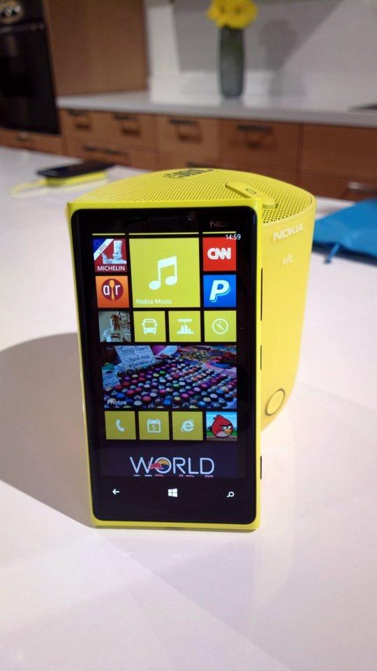 Nokia Lumia 920 with JBL wireless speaker