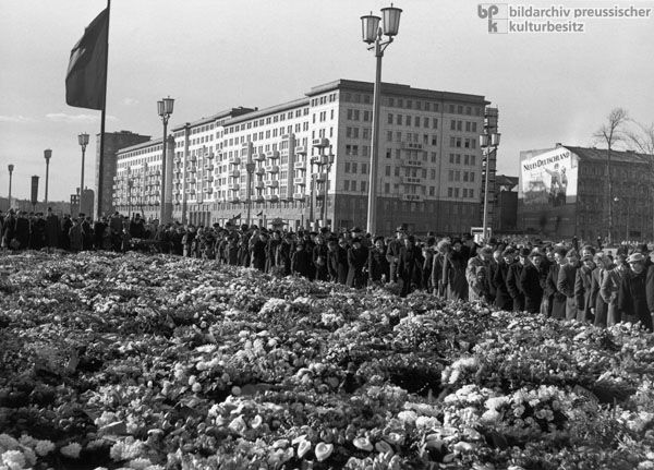 This image shows the memory of Stalin's death in East Germany in 1953, the East German government required public to come the central square join their memory and respect to Stalin. In fact, this image also can reflects many historical significance. For example, it clearly shows the Stalinization and personality cult in East Germany.