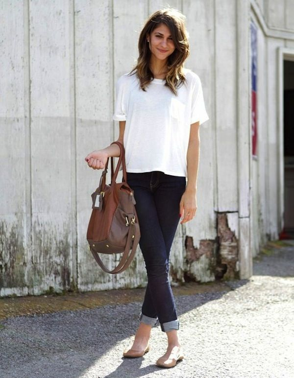 My legs are not that long and I am not that thin so I will never look like this in flats. But she looks really cute. I like the skinny jeans with the blousy tee.