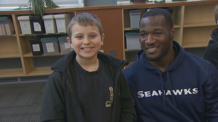 Deaf Seahawk inspires hearing impaired students