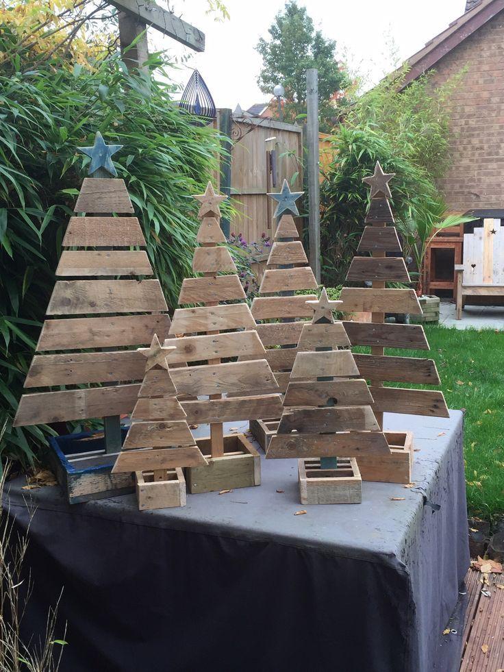 Tannenbäume aus recyceltem Holz