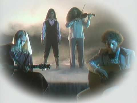 Music VIDEO (3:20) Kansas performing Dust In The Wind. (c) 2004 Sony Music Entertainment Inc.