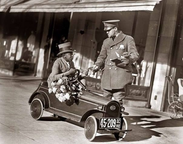 Flowers delivery. USA 1922.