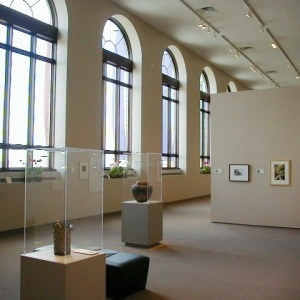 Visual Arts Center at the Washington Pavilion is home to seven art galleries with rotating exhibits. Past exhibits have included Andy Warhol, Ansel Adams, Dr. Seuss and Toulouse-Lautrec.   Visit Sioux Falls