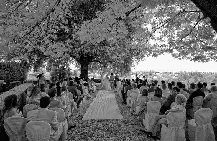 Romantic summer Ceremony at Villa di Maiano. All Rights Reserved GUIDI LENCI www.guidilenci.com