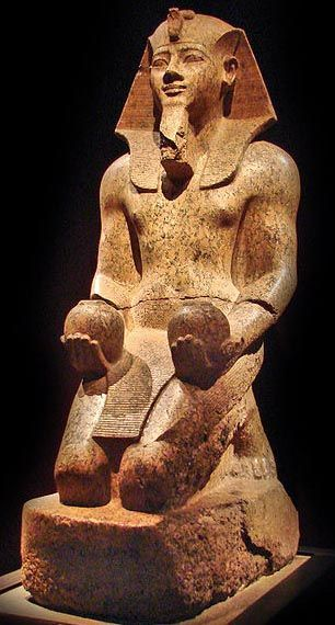 Statue of pharaoh Amenhotep II of the 18th dynasty of Egypt