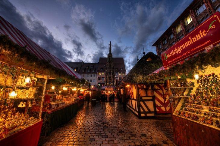 """Самая аутентичная и знаменитая рождественская ярмарка Германии, """"рынок младенца Христа"""" Christkindlesmark,  находится в Нюрнберге."""