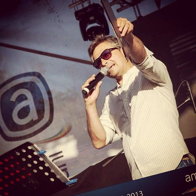 Caravana aniversara Ambient 20 de ani! Mihai Oprean prezentatorul // Au cantat trupele: The Beat, Trupa Incognito, VERDE si Voltaj.