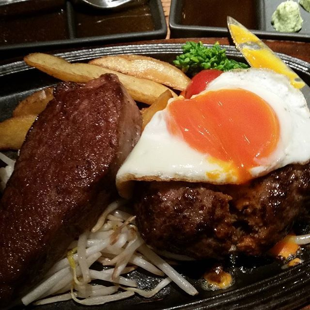 シャートブリアンとハンバーグコンボ!  #東京#肉#五反田#ミート#ミート矢澤#ステーキ#シャートブリアン#シャブリ#tokyo #japan#japanesefood#food#foodpic #foodie#instagood#instafood#mogustagram  スーパー二日酔いからの肉はキツかった❗しゃべれない位お腹いっぱい👏