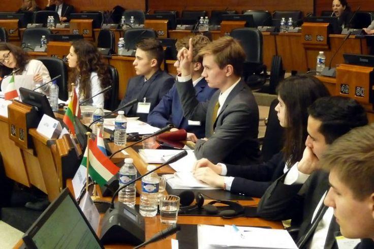 本物顔負け!高校生のEU会議体験、鍛えられる国際政治手腕。日本の若者にもできる?