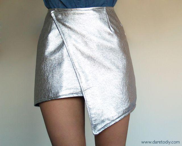 Como véis, he seguido vuestros consejos y no he sucumbido a la tentación de comprar mi wrap skirt hecha ¡Y no podría estar más orgullosa de mi nueva falda! Además, con este DIY también me quito esa p