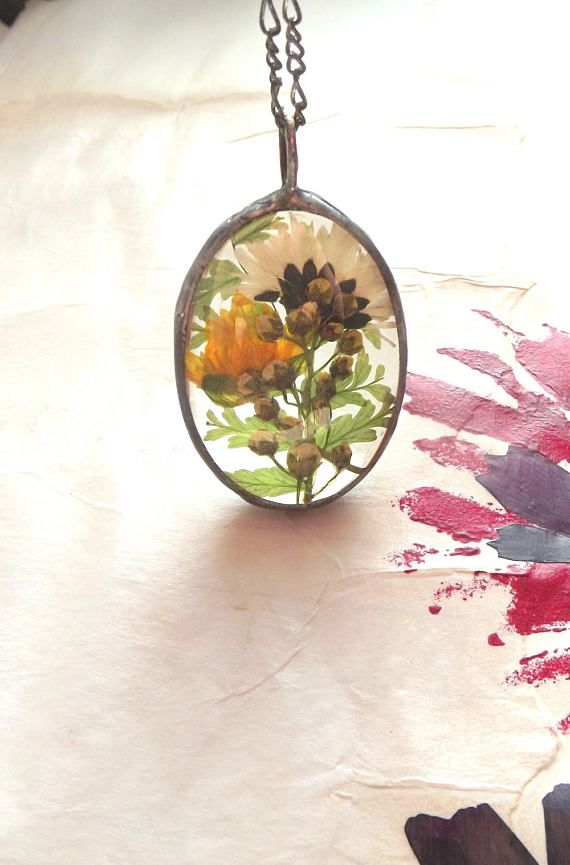 Pendant Summer garden Mayday. Daisy.Yellow spring flower and