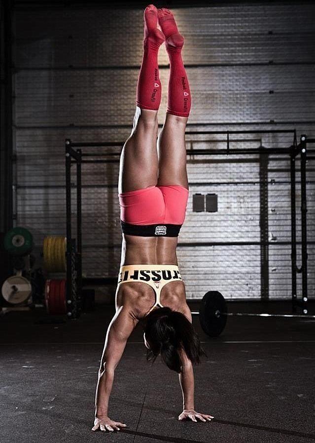 Handstand time #crossfit girl | Train Wild | Pinterest ...