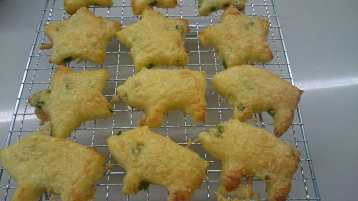 Baked cheese and potato biscuits! #babyfingerfood