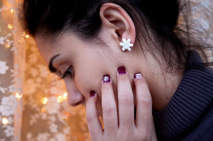 Ilianne | Jewelry Made of Love - Snowflake Studs