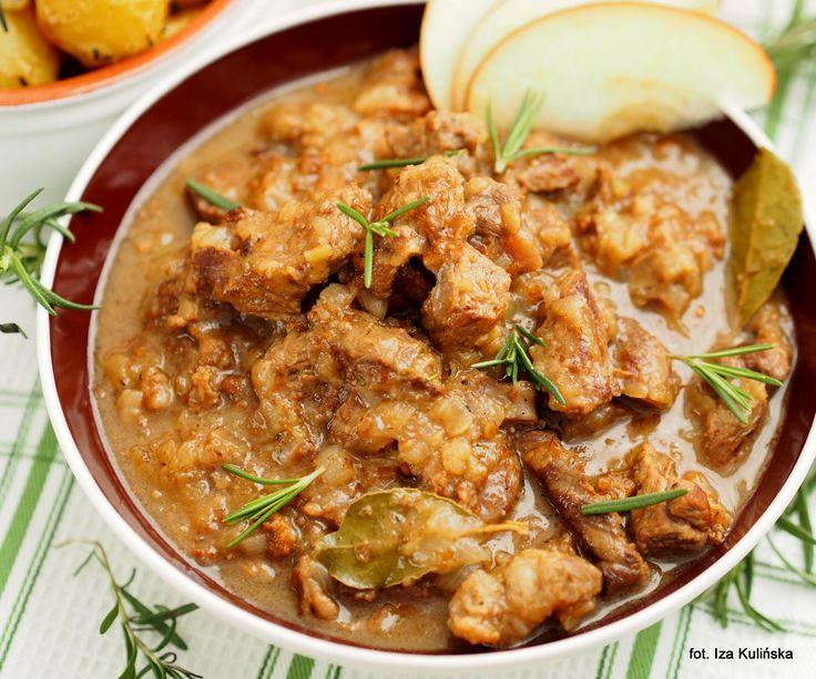 Smaczna Pyza: Wołowina. Cydr. Gulasz wołowy z jabłkami i cydrem