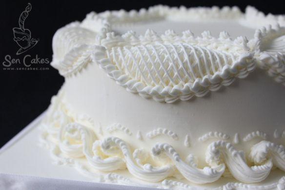 Royal Icing Piping on Cake