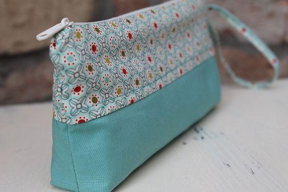 Cosmetic pouch Turquise Pencil case floral cotton make up bag zipper #zipper #canvaspurse #pencilcase #flowerspurse #womengift #toiletrybag #turquise
