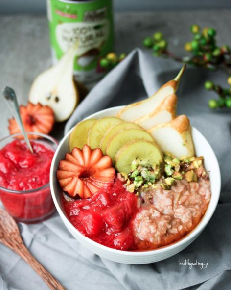 Apple Pie Zoats with Apple & Rhubarb Compote by @healthyeating_jo - Sweeter Life Club