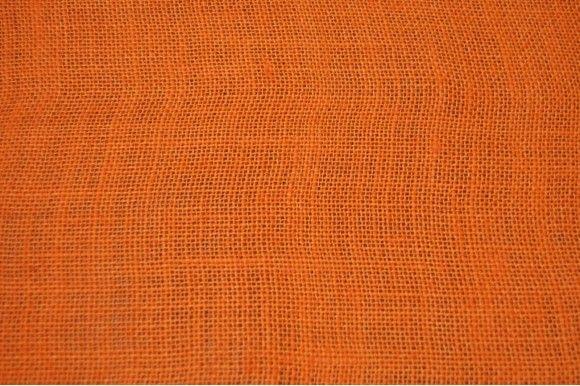 Tela hecha de yute color naranja, un material resistente, transpirable y que proteje del ruido y del calor. Ideal para sacos, elementos de decoración como cojines, tapicería en general, cobertores para mesas de jardín..#arpillera #jute #naranja #sacos #tapicería #tela resistente #transpirable #fiestas medievales #carnavales #medieval #cobertores #tejidos #tejido #textil #telasseñora #telasniños #comprar #online