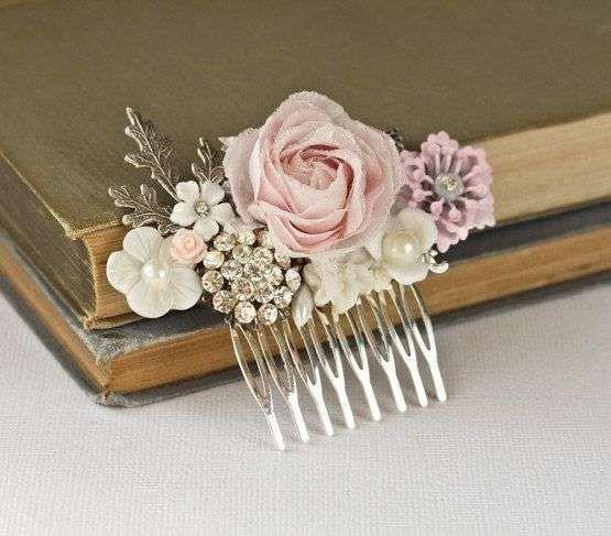 Peineta de novias estilo Sabby Chic - Ideas encantadoras para lucir en el pelo el día de tu boda. Visto en Pinterest, by Etsy.com