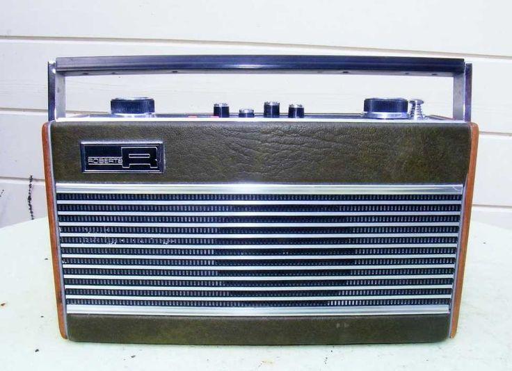 Roberts RT22 portable transistor radio