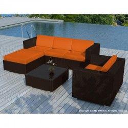 Aménagez un vrai espace détente avec le salon de jardin 5 places SEVILLE en résine tressée (marron, coussins orange). Ses assises moelleuses et enveloppantes vous feront passer de merveilleux moments.
