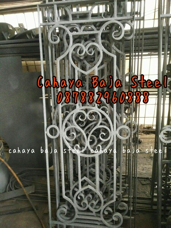 #besi #tempa #klasik #pagar #pintu #pintuklasik #balkon #railing #tangga #tanggalayang #tralis #kanopi #bengkel #besitempa #besitempajakarta #interior #exterior #arsitektur #railingtangga #pintugerbang #pagarklasik #wroughtiron #gate #fance #iron #balcony #stair #ironwork #handmade #ornamen #ornamencoralluminium #ornamenbesitempa #ornamentcastiron #kontruksi #rumahklasik #design #meubel
