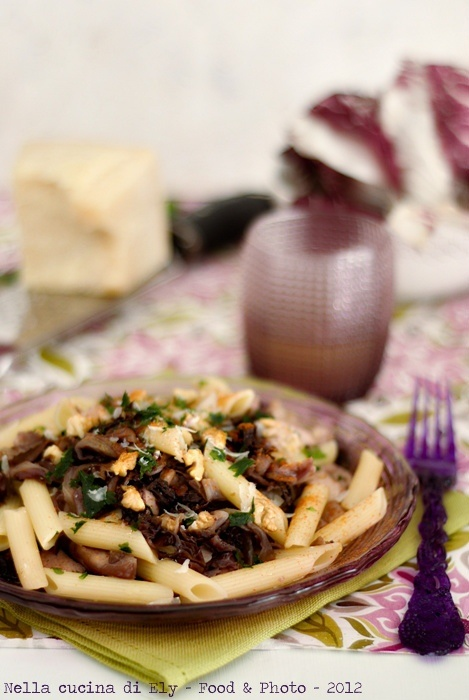 Penne pasta with radicchio, chicken and nuts