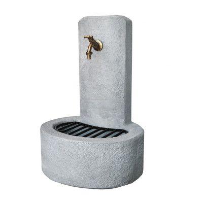 Fontana a colonna Alice €85 grigia in calcestruzzo -34973855 Larghezza 47 cm  Altezza totale 69 cm Profondità 37 cm  Peso 47 kg Altezza della vasca 20 cm non inclusi rubinetto e griglia