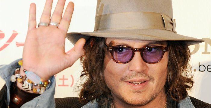 In het Disneyland Park in Californië heeft Johnny Depp opgetreden als Mad Hatter http://nl.metrotime.be/2016/05/15/must-read/johnny-depp-verschijnt-in-disneyland-als-de-mad-hatter/