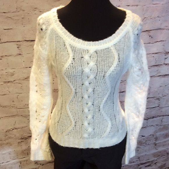 HPWET SEAL WINTER WHITE SWEATER Gently loved sweater in winter white Wet Seal Sweaters Crew & Scoop Necks