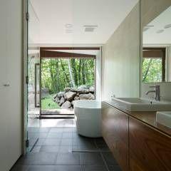 浴室~029那須Hさんの家: atelier137 ARCHITECTURAL DESIGN OFFICEが手掛けたtranslation missing: jp.style.洗面所-お風呂-トイレ.modern洗面所/お風呂/トイレです。