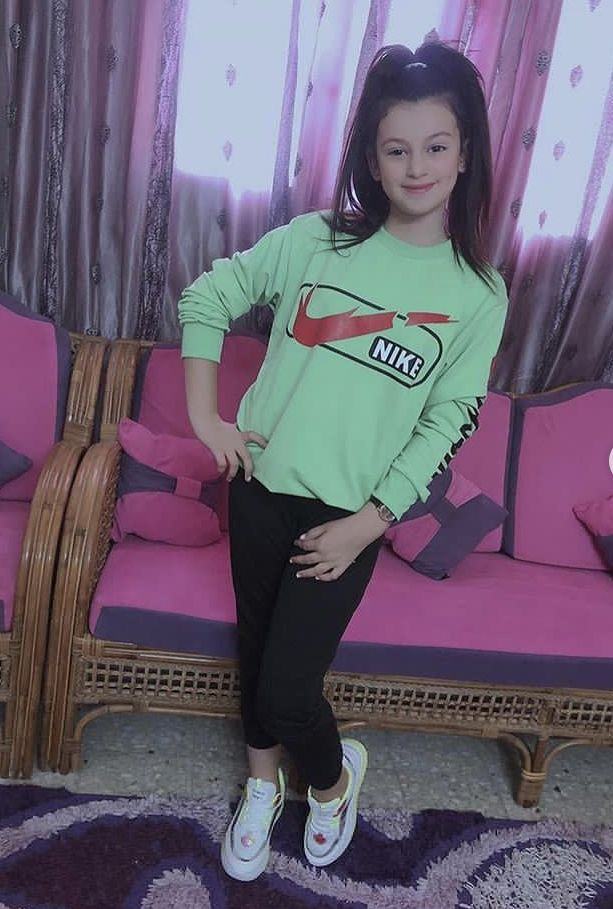 Pin By تالا وأمير On تالا امير تولاي Fashion Graphic Sweatshirt Sweatshirts
