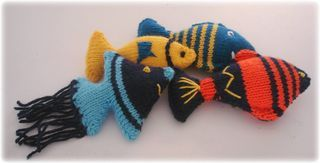 Let's face it, haven't you always wanted a fish in your pocket. I'm not talking smelly, slimy real fish, but nice well-behaved knitted fish with which you can...