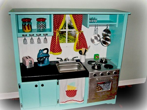Isn't this adorable?!?!?! DIY play kitchen set from recycled furniture.