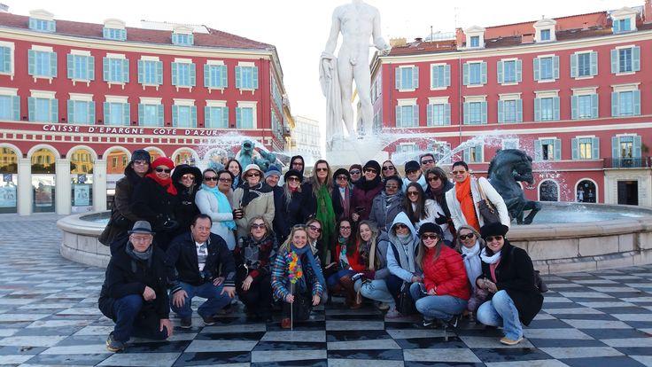 Fotografía: Guía Eliane - Grupo Shultz en Nice Plaza Massena - Fountaine du Soleil