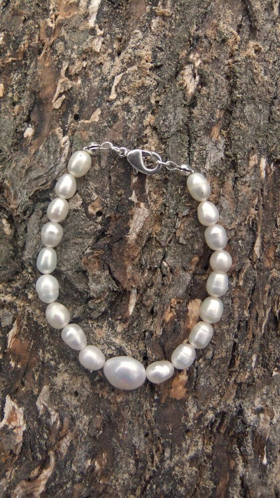 Freshwater Pearl bracelet with natural pear by ellenisworkshop