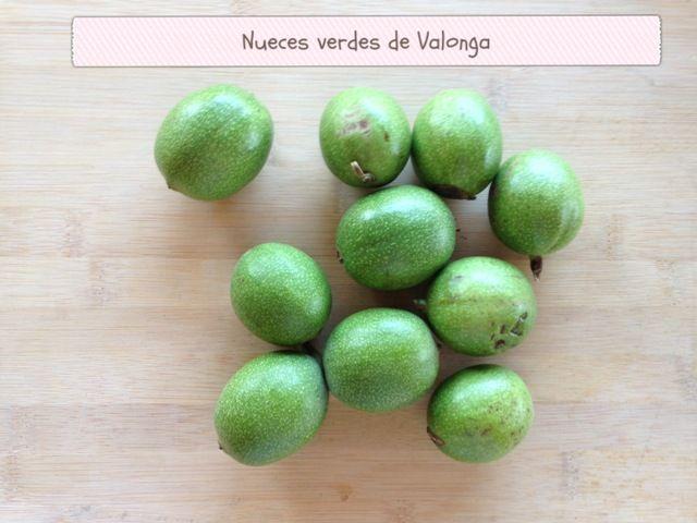 vamos a elaborar Ratafia, un licor riquisimo cuyo principal ingrediente son las nueces verdes recogidas por San Juan. También le añadiremos especias y diversas hierbas.